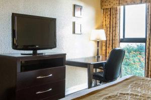 king bed guest room amenities